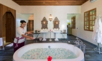 En-Suite His and Hers Bathroom with Bathtub - Villa Sayang D'Amour - Seminyak, Bali