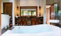 Bathtub - Villa Semarapura - Seseh, Bali