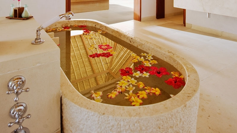 Bathtub with Petals - Villa Sepoi Sepoi - Lombok, Indonesia