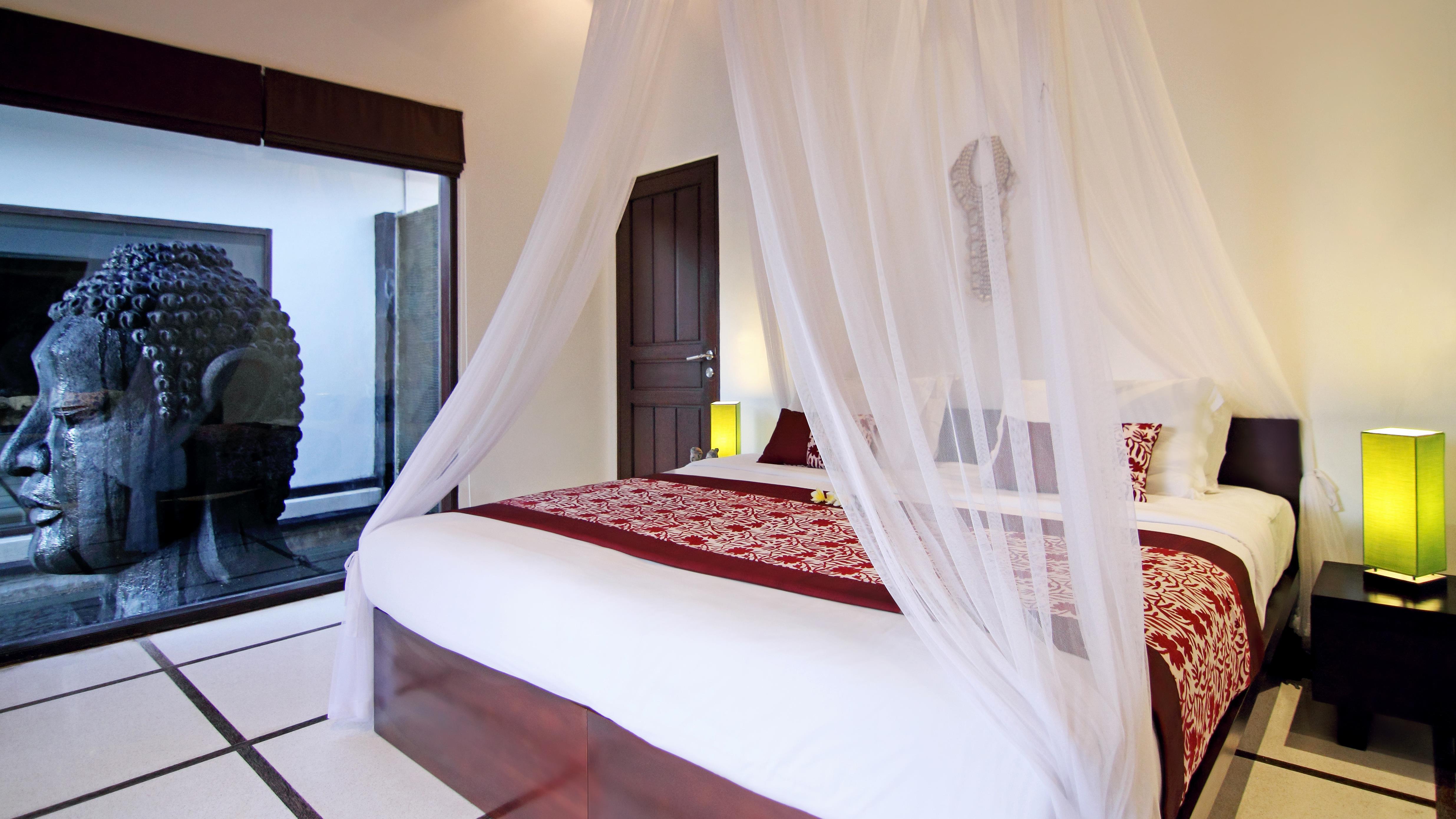 Bedroom with Table Lamps - Villa Sesari - Seminyak, Bali