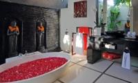 Romantic Bathtub Set Up - Villa Sesari - Seminyak, Bali