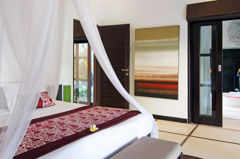 Bedroom and En-Suite Bathroom - Villa Sesari - Seminyak, Bali