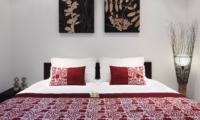 King Size Bed - Villa Sesari - Seminyak, Bali