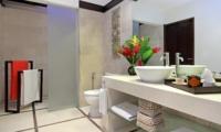 Bathroom with Mirror - Villa Sesari - Seminyak, Bali