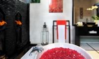 Bathroom with Bathtub - Villa Sesari - Seminyak, Bali