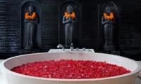 Bathtub with Rose Petals - Villa Sesari - Seminyak, Bali