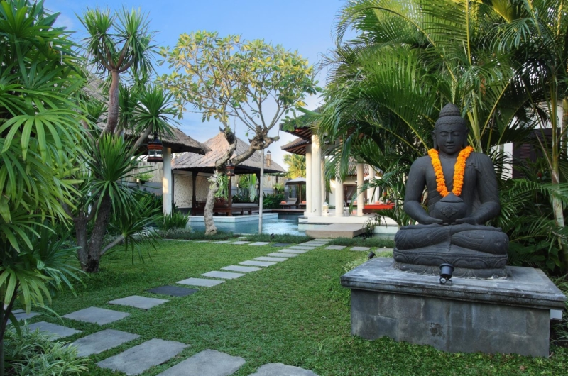 Lawns - Villa Sesari - Seminyak, Bali