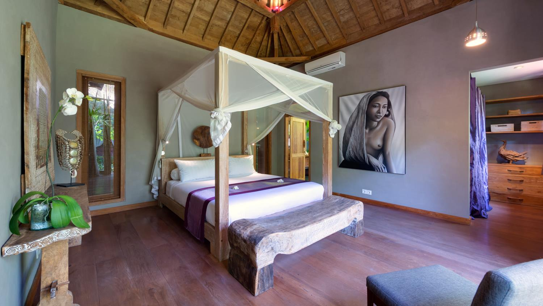 Spacious Bedroom with Wooden Floor - Villa Shambala - Seminyak, Bali