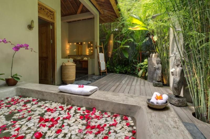 Bathtub with Petals - Villa Shambala - Seminyak, Bali