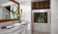 Bathroom with Mirror - Villa Shinta Dewi - Seminyak, Bali