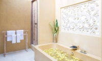 Bathroom with Bathtub - Villa Sky Li - Seminyak, Bali