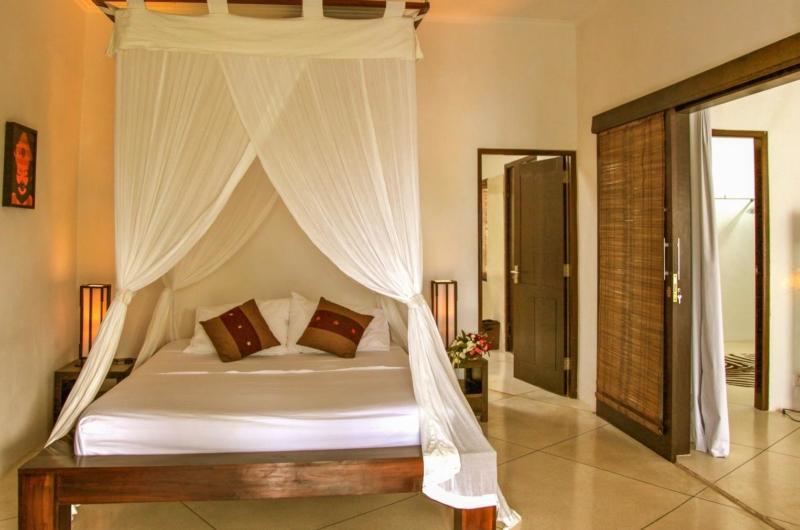 Bedroom with Mosquito Net - Villa Sophia - Seminyak, Bali