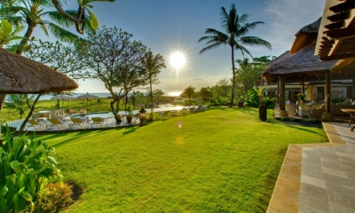 Gardens and Pool - Villa Sungai Tinggi - Pererenan, Bali