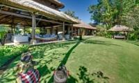Lawns - Villa Sungai Tinggi - Pererenan, Bali