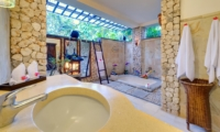 Semi Open Bathroom with Bathtub - Villa Sungai Tinggi - Pererenan, Bali
