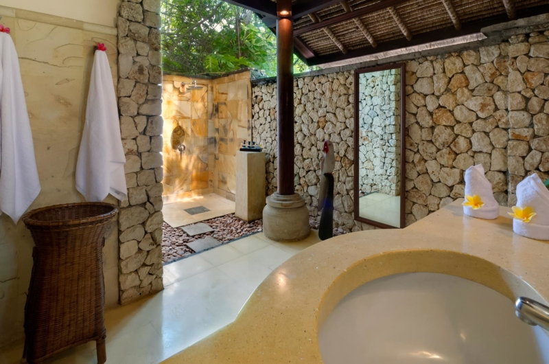 Semi Open Bathroom with Shower - Villa Sungai Tinggi - Pererenan, Bali
