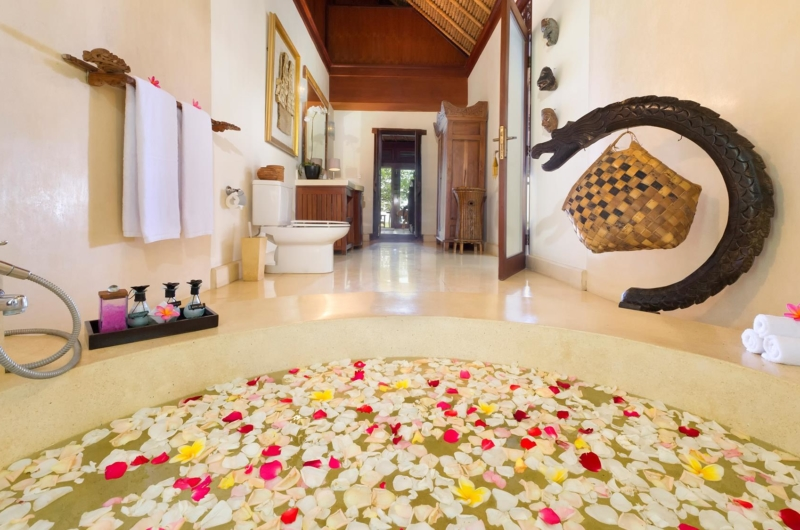 Romantic Bathtub Set Up with Petals - Villa Sungai Tinggi - Pererenan, Bali