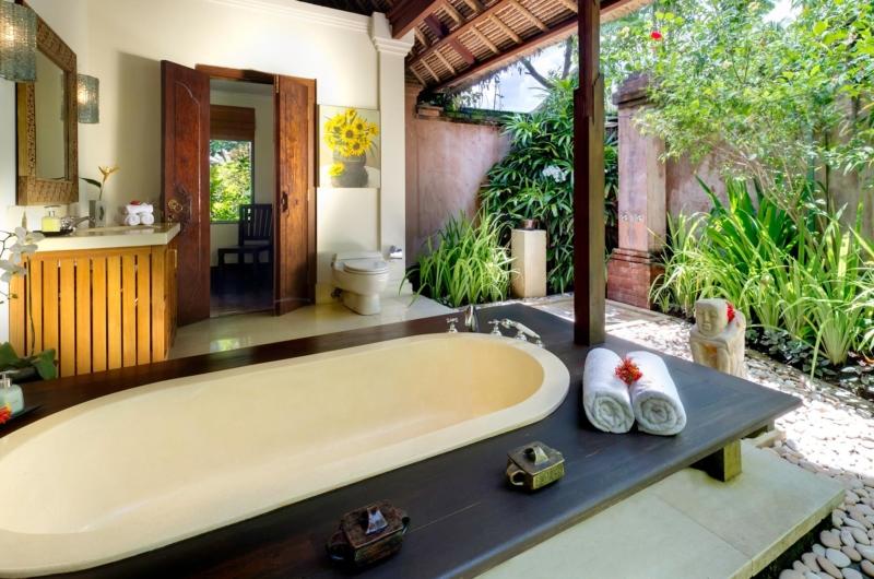 En-Suite Bathtub - Villa Surya Damai - Umalas, Bali
