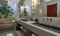 Bathroom with Bathtub - Villa Tangram - Seminyak, Bali