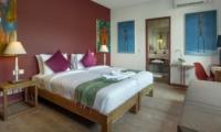 Bedroom and Bathroom - Villa Tangram - Seminyak, Bali