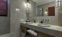 His and Hers Bathroom with Mirror - Villa Tangram - Seminyak, Bali