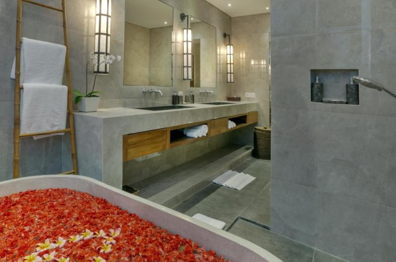 Romantic Bathtub Set Up - Villa Tangram - Seminyak, Bali2250.jpg