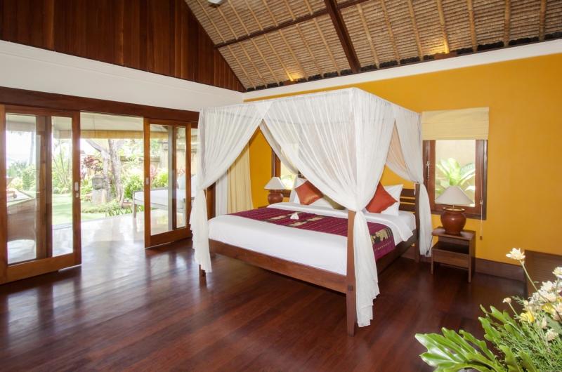 Bedroom with Wooden Floor - Villa Tanju - Seseh, Bali