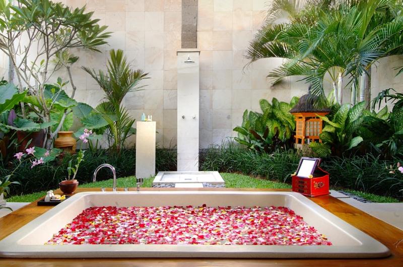 Romantic Bathtub Set Up - Villa Tanju - Seseh, Bali