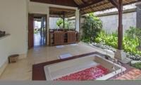 Bathtub with Rose Petals - Villa Tanju - Seseh, Bali