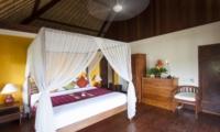 Bedroom with Table Lamps - Villa Tanju - Seseh, Bali
