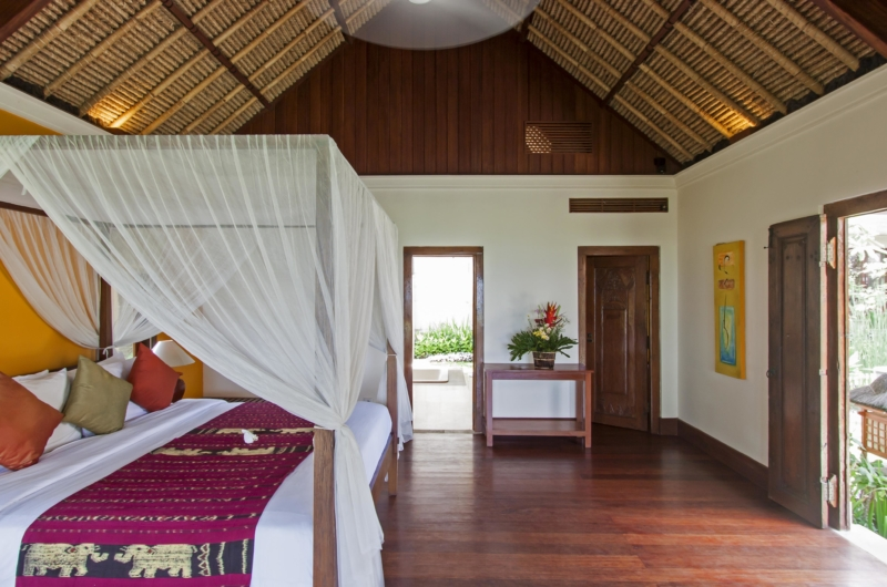King Size Bed with Wooden Floor - Villa Tanju - Seseh, Bali