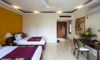 Twin Bedroom with Study Table - Villa Tanju - Seseh, Bali