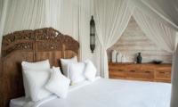 Bedroom with Lamps - Villa Taramille - Kerobokan, Bali