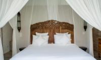 Bedroom with Side Lamps - Villa Taramille - Kerobokan, Bali