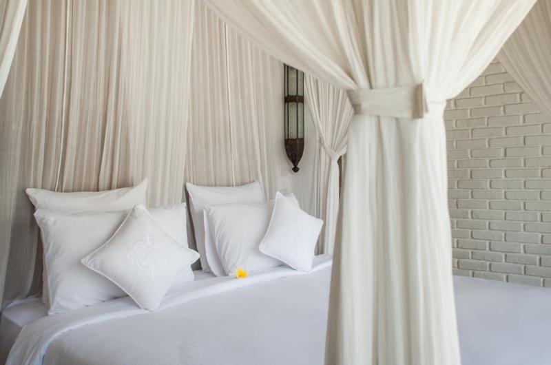 Room with Mosquito Net - Villa Taramille - Kerobokan, Bali