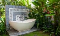 Outdoor Bathtub - Villa Taramille - Kerobokan, Bali