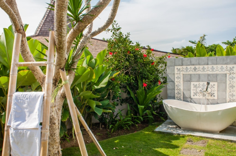 Outdoor Bathtub with View - Villa Taramille - Kerobokan, Bali