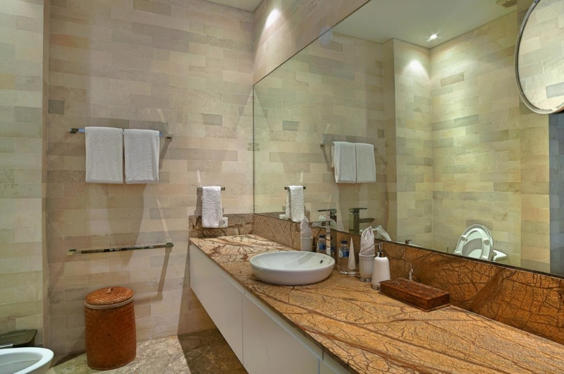 En-Suite Bathroom with Mirror - Villa Teana - Jimbaran, Bali