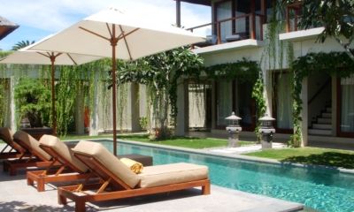 Pool Side Reclining Loungers - Villa Tenang - Batubelig, Bali