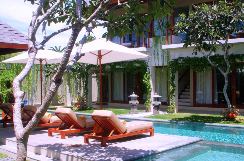 Sun Beds - Villa Tenang - Batubelig, Bali