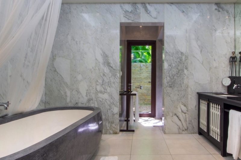 Bathroom with Bathtub - Villa Theo - Umalas, Bali