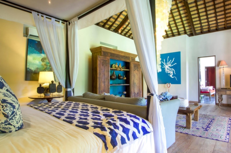 Bedroom with Sofa and TV - Villa Theo - Umalas, Bali
