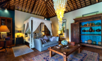 Four Poster Bed with Sofa - Villa Theo - Umalas, Bali