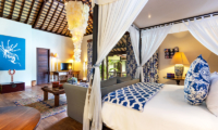 Four Poster Bed with Sofa and TV - Villa Theo - Umalas, Bali