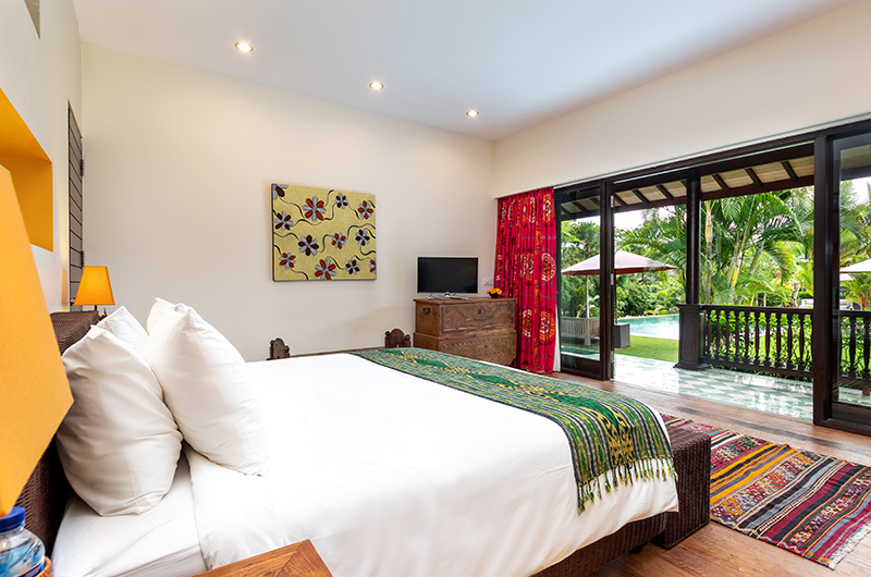 Bedroom and Balcony with Pool View - Villa Theo - Umalas, Bali