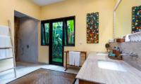 En-Suite Bathroom with Shower - Villa Theo - Umalas, Bali