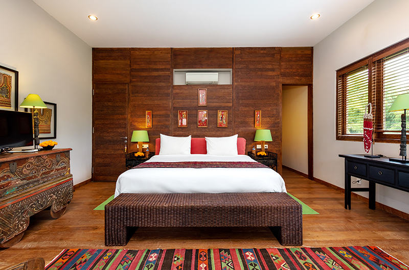 Bedroom with Table Lamps and TV - Villa Theo - Umalas, Bali