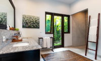 Bathroom with Mirror - Villa Theo - Umalas, Bali