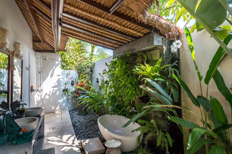 Semi Open Bathroom with Bathtub - Villa Tibu Indah - Canggu, Bali