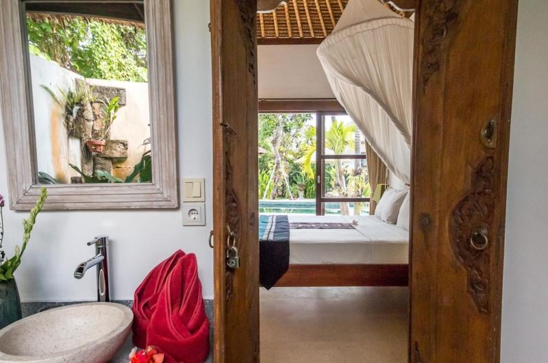 Bedroom and En-Suite Bathroom - Villa Tibu Indah - Canggu, Bali
